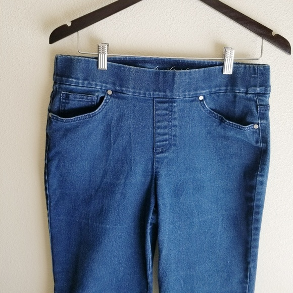 d36874c00 GLORIA VANDERBILT Avery Slimming Jeans. M_5aba790ff9e501f68df276f1